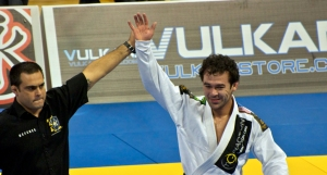 Marcelo-Garcia-hand raised